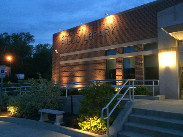 cambridge-city-public-library-midwest-lightscapes-landscape-lighting-commerical-outdoor-lighting-service