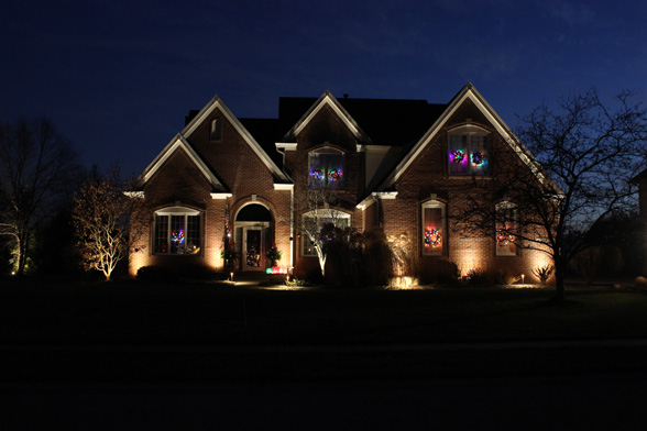 christmas-holiday-midwest-lightscapes-landscape-lighting-home-outdoor-lighting-services-entryway
