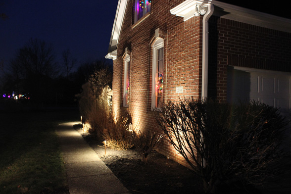 pathway-midwest-lightscapes-landscape-lighting-home-outdoor-lighting-services-entryway