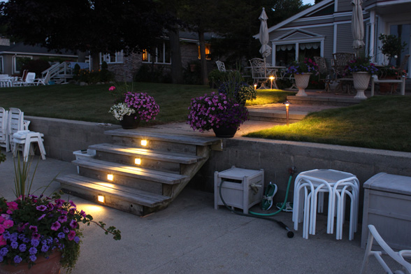 deck-lighting-midwest-lightscapes-landscape-lighting-home-outdoor-lighting-services