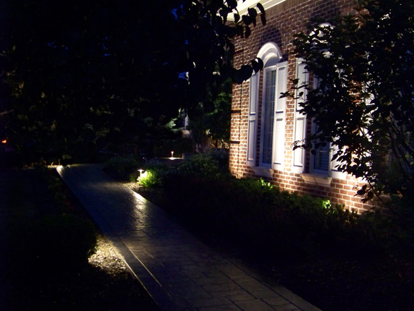 outdoor-lighting-midwest-lightscapes-landscape-lighting-home-outdoor-lighting-services-walk-pathway